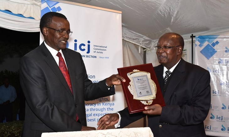 Chief Justice David Maraga receiving his JOYA Award from Retired Chief Justice Earnest Sakala of the Republic of Zambia